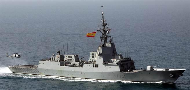 西班牙的主力軍艦F100阿爾瓦羅-巴贊級,具有大片的SPY-1相陣雷達,對空偵測性能與伯克級差不多。(圖/西班牙海軍)