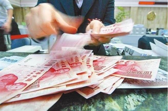 新台幣強升,壽險去年匯損額創高。(本報系資料照片)