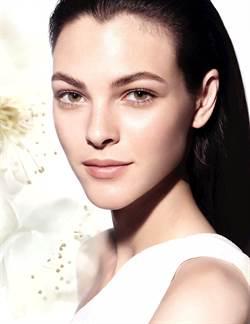 珍珠光讓女人著迷 香奈兒領航推珍珠光感系列美妝