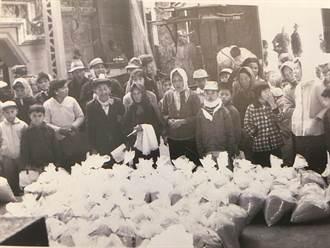 56年前冬令救濟照曝光 新港奉天宮媽祖讓信眾很有感