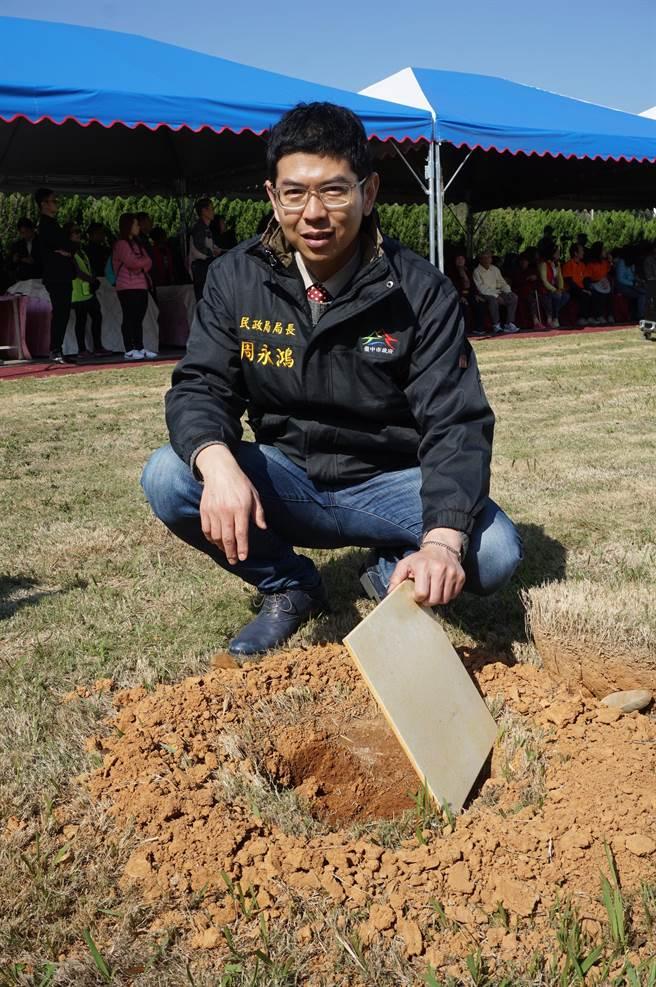 台中市民政局鼓勵樹葬,原使用規費6000元調降為3000元。(王文吉攝)