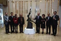 「美術帝國」首辦藝術季 「珍愛永恆」鍾邦廸銅雕展