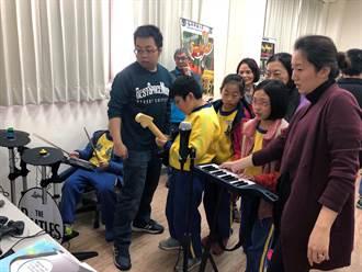 龍壽國小師生參訪龍華科大 體驗數位遊戲教學樂趣