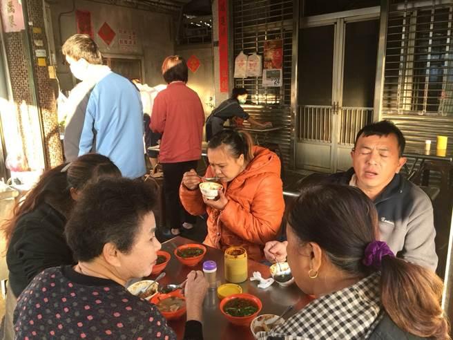 西螺「林家碗粿肉粽」是當地知名早餐,每天五點半開始營業,售完為止。(周麗蘭攝)