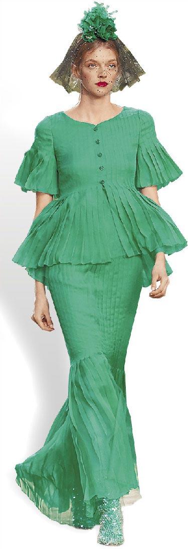 系列使用桃紅、豔綠、藍等色調,綴滿珠繡、亮片及羽毛的層疊絲緞、雪紡布料,搖曳出整體輕盈主旋律。(CHANEL提供)
