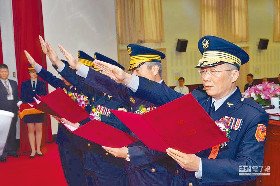 桃園市警察局25日舉行卸、新任分局長交接典禮。(葉臻攝)