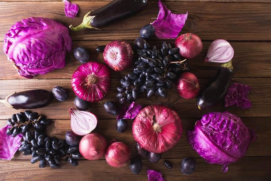 紫色和黑色系食物受到很多關注。