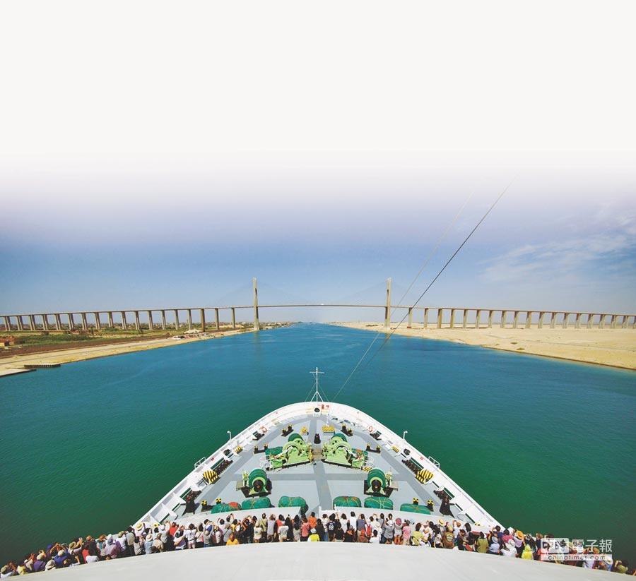 和平號帶領旅客穿越蘇伊士運河、跨越歐亞。(東南旅行社提供)