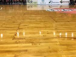 SBL》桃園巨蛋屋頂漏水了!比賽無奈暫停