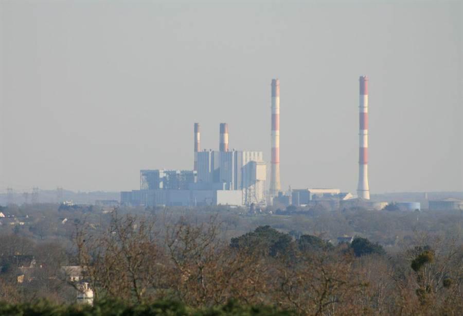法國總統要在2021年完全中止燃煤發電,意思是將在2021年關閉法國最後一座柯爾德邁燃煤發電廠。(圖/維基百科)
