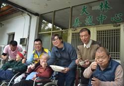 過去受友幫助 蔡隆坤捐萬顆水餃助關懷老人