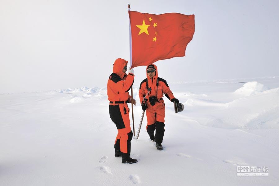 大陸北極科考隊隊員進行綜合考察。(新華社資料照片)