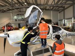 小寶貝體驗當機長!安捷飛航訓練中心打造專屬機師夢工廠