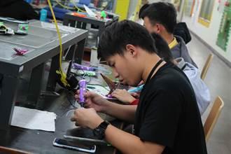 第一科大舉辦國際冬令營 東南亞學生體驗臺灣創客活動