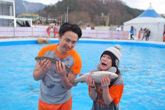 藍于洺詹舒涵零下5度低溫抓鱒魚