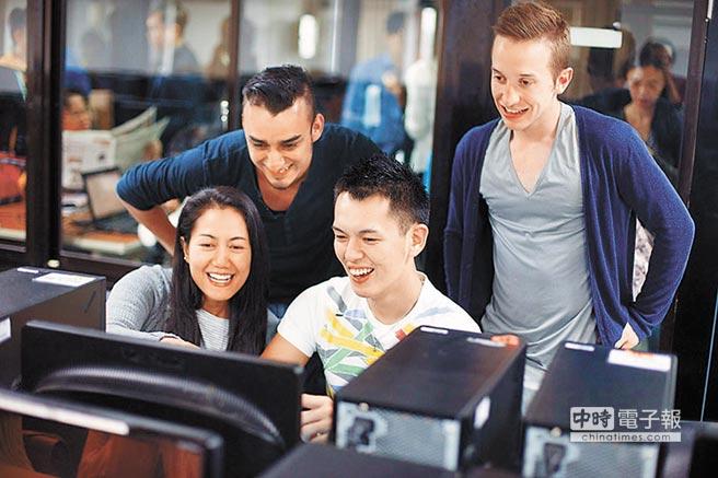 目前開設線上華語文師資專班的只有台師大。圖為台師大學生學習電腦課程。(本報系資料照片)