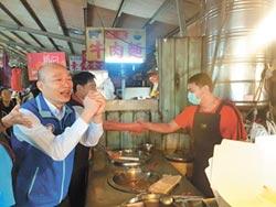 韓國瑜赴市場拜年 被拱選市長
