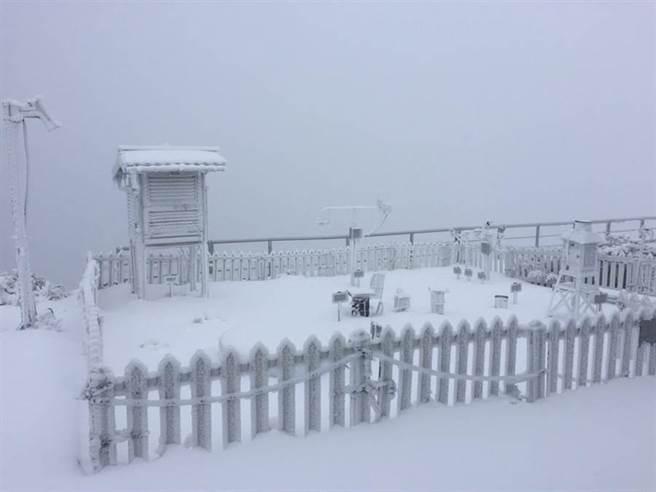 玉山積雪目前已達到8公分。(氣象局提供)