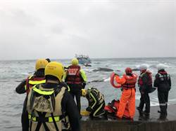「開船開到睏!」漁船澳底翻船 7人落水獲救