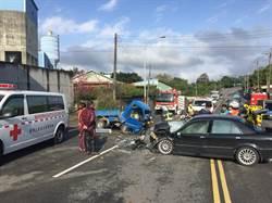 小客車逆向超車對撞 3人受困送醫
