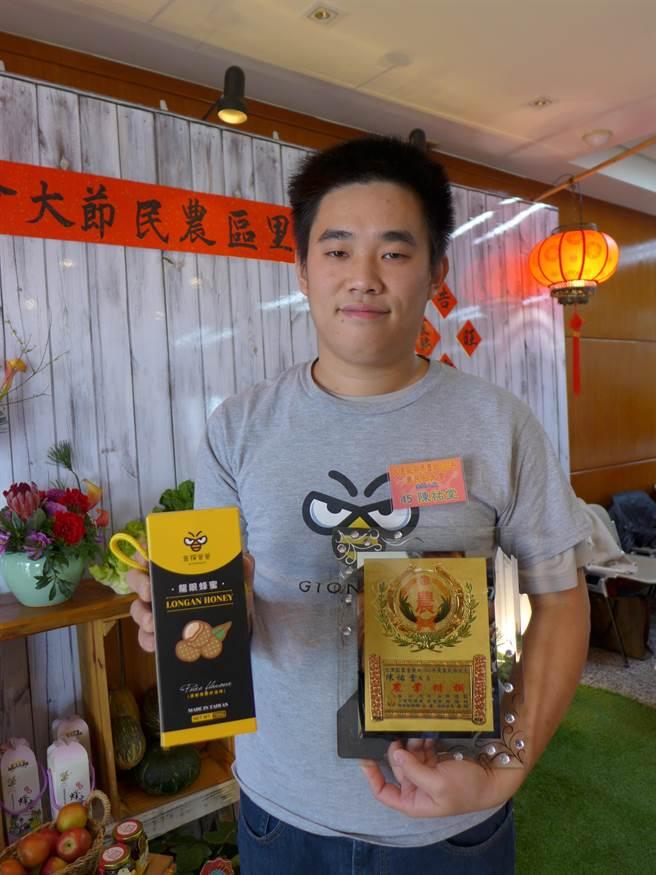 25歲的陳祐堂原本學的是工業管理,畢業後有感於農村老化,決定返鄉務農,在農業打出自己品牌。(林欣儀攝)