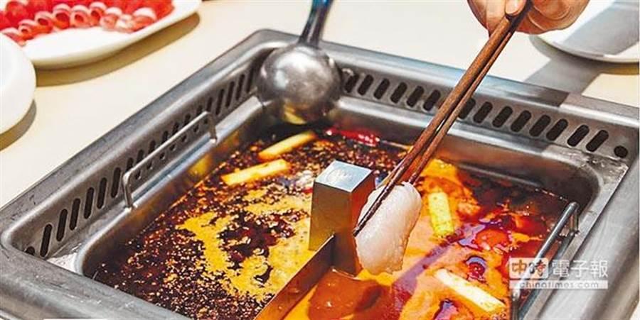 大陸連鎖火鍋店「海底撈」,去年公開宣布歡迎客人自帶食材,不收取任何額外費用,實施近2個月,最近卻以食安為由,宣布將2月15日起停止此政策。(報系資料照)