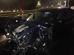 有鬼?華中橋轎車撞護欄全毀 現場空無一人