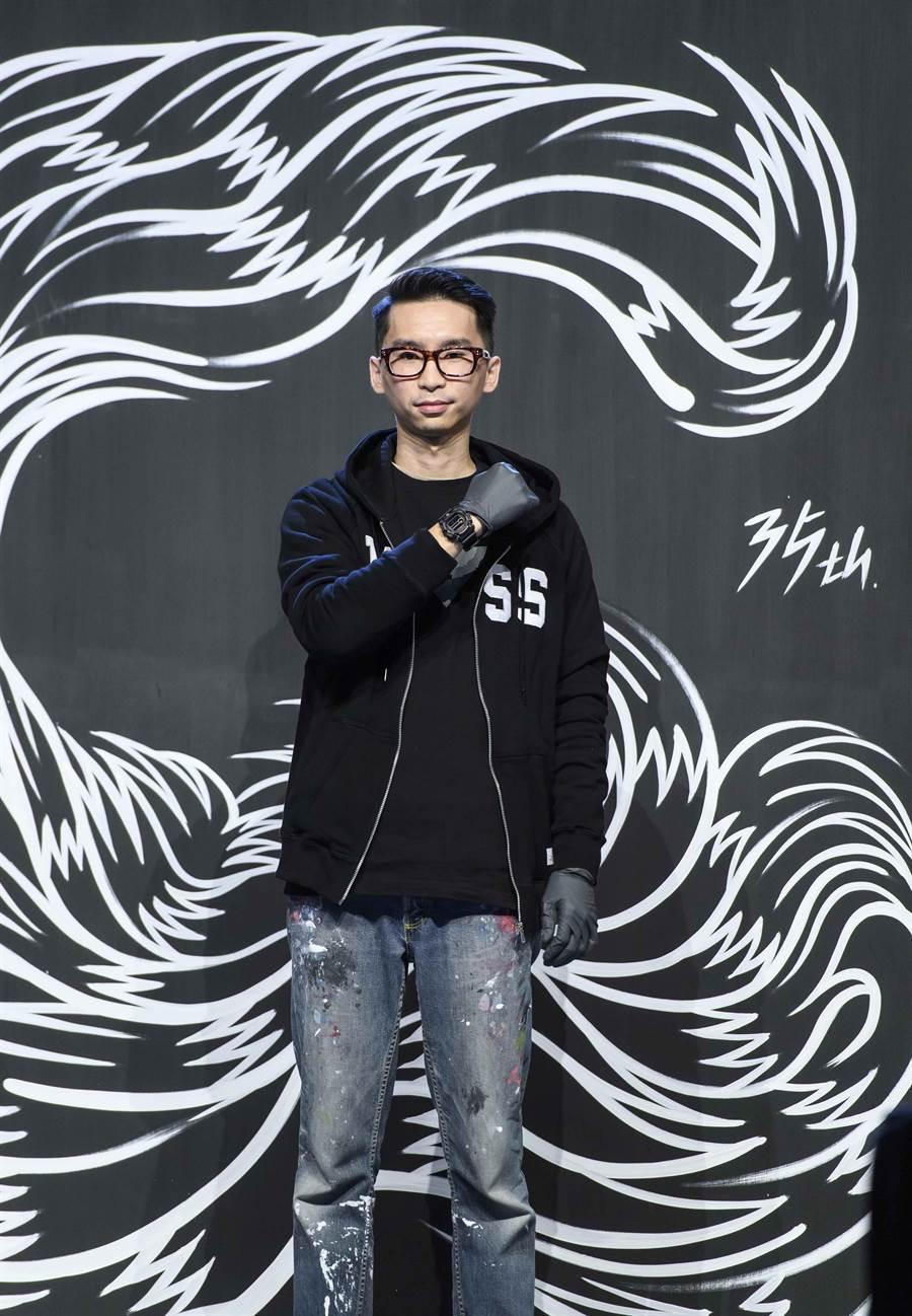 G-SHOCK 邀請台灣塗鴉先鋒 REACH 在記者會現場進行塗鴉創作。(圖╱ G-SHOCK 提供)