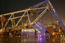 貨輪撞翻基隆港起重機 船東出具13億元擔保函賠償