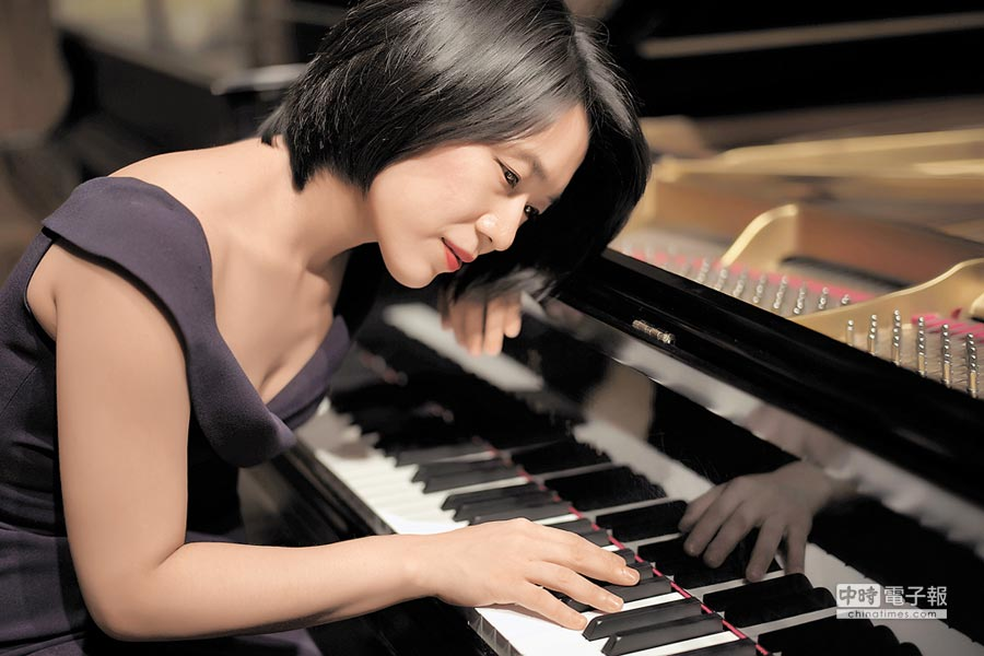 钢琴家胡瀞云用热情爱音乐。(胡瀞云提供)