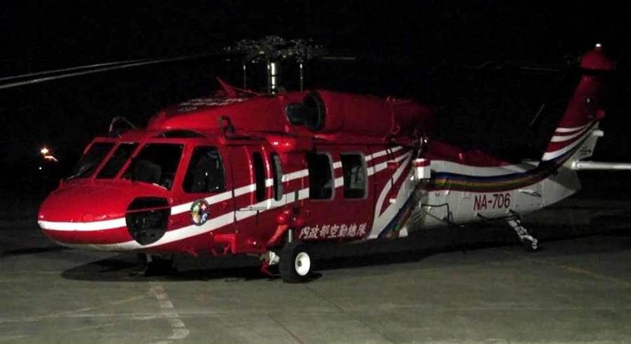 編號NA-706黑鷹直升機,下落不明,但偵測到黑盒子水下發報器訊號。(黃力勉翻攝)
