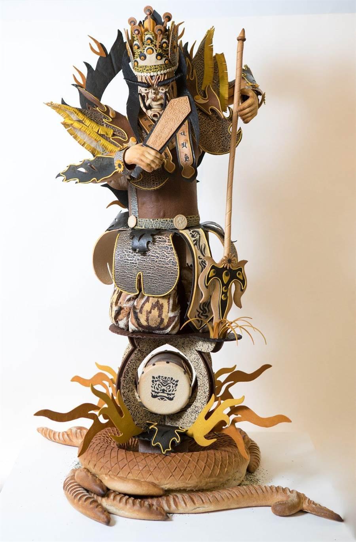 台灣烘焙師傅王鵬傑打造栩栩如生的「官將首」藝術麵包。(翻攝Masters de la Boulangerie臉書)