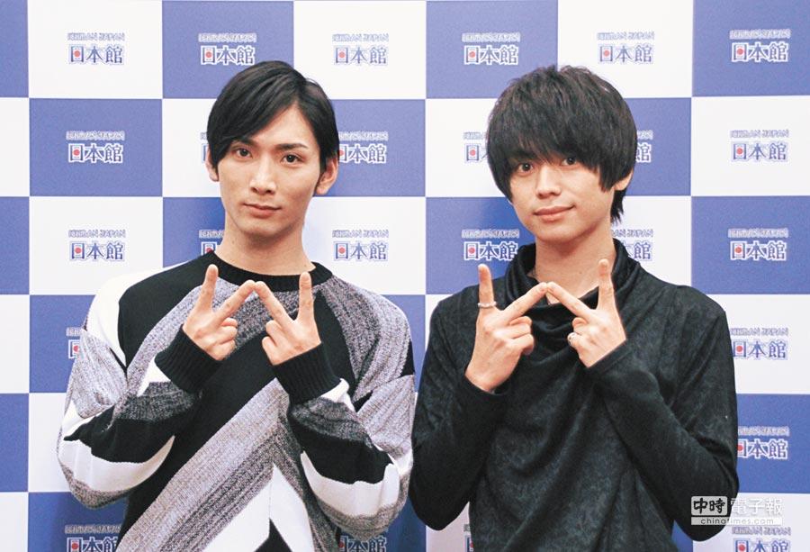日本偶像校條拳太朗(左)、竹中凌平受訪結束後,用中文和粉絲說,「我愛你們。」(台灣東販提供)