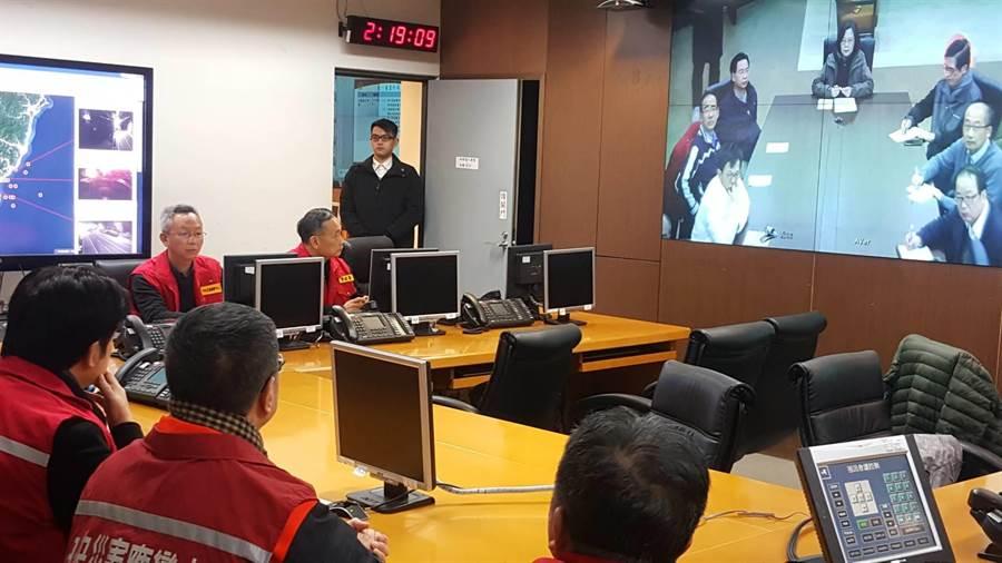 蔡英文總統丶行政院長賴清德在災防應變中心進行視訊會議,並報告災害情形及救災行動。(圖/行政院提供)