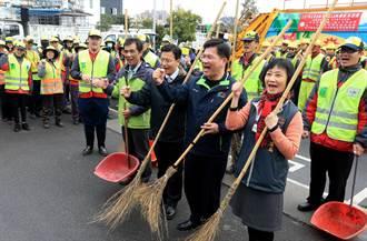 林佳龍春節前夕 為清潔隊員加油打氣