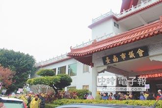 9議員反對 育成進駐民治議事廳卡關
