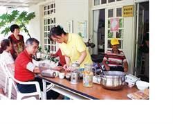 雞婆校長陳清圳 賣咖啡 顧村民健康