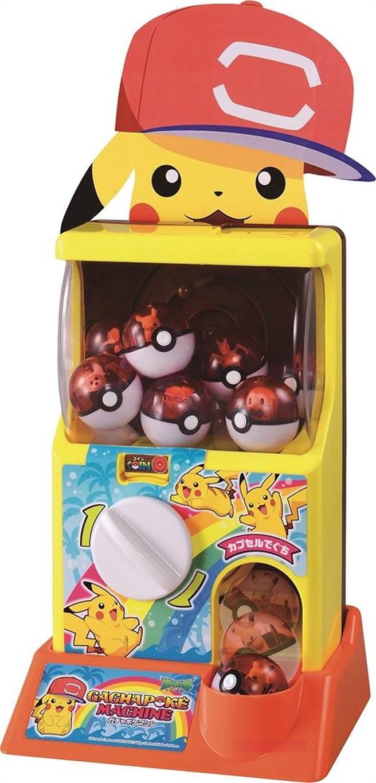 家樂福皮卡丘扭蛋機(日月版),可讓大人小孩開心玩,原價2200元、特價1699元。(家樂福提供)