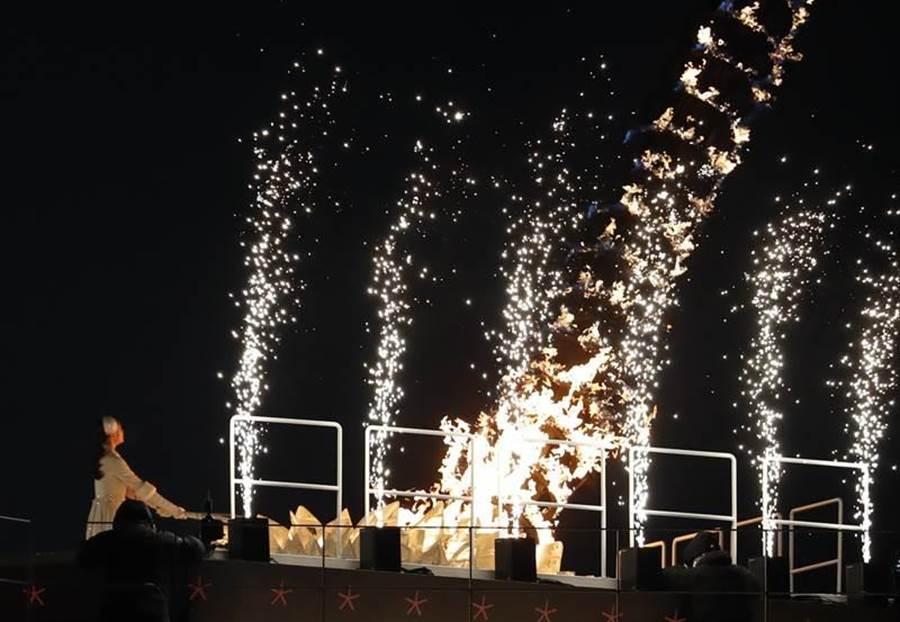 前南韓花式滑冰女王金妍兒壓軸出場,點燃聖火,平昌冬奧正式展開。(圖/美聯社)