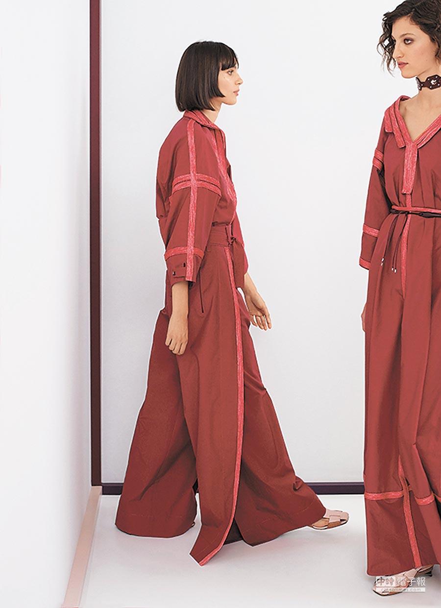 HERMES愛馬仕於2018春夏女裝中,送出兩套由絲光府綢打造的愛馬仕紅長裙,為熱情色調透出寫意清新輪廓。(愛馬仕提供)