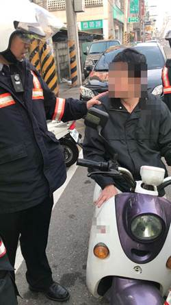 騎電動機車酒駕闖紅燈 照罰