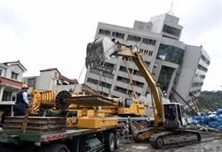 雲門翠堤危樓 大型機具開始拆除