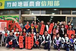 竹崎高中學生手寫春聯、折氣球 義賣助花蓮