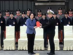 蔡英文上任後 首度到反潛航空大隊勞軍