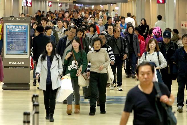 移民署自動查驗通關系統,出國旅客可多加利用。(資料照/陳麒全攝)