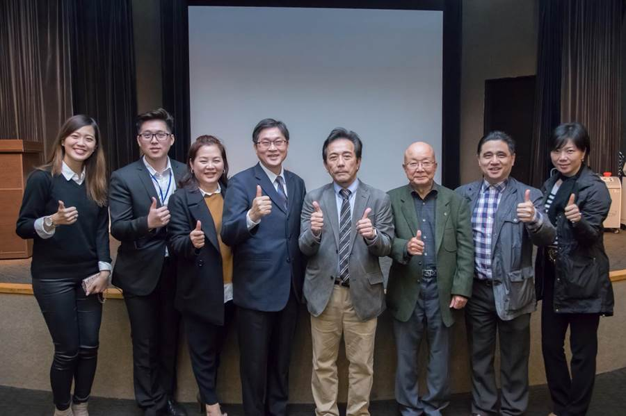 日本醫學博士赤木純兒(中)受友荃科技邀請來台分享醫學氫保健臨床研究。(圖/友荃提供)