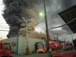 八德塑膠工廠大火 濃煙漫天報案電話打爆119