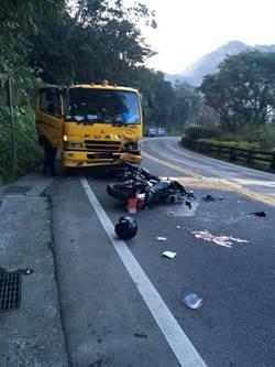 除夕悲歌!重機騎士超車跨越雙黃線 迎面撞垃圾車亡