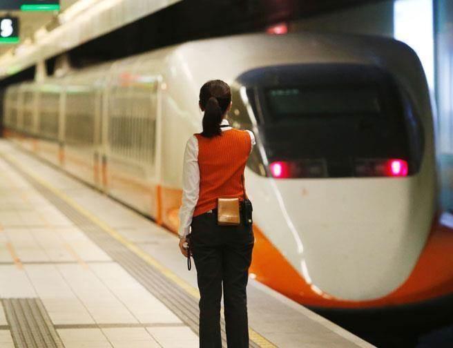 許多人往返南北都會選擇搭高鐵。(本報系資料照)
