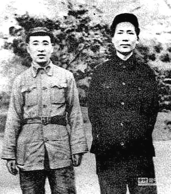 中共在東北戰場上取得優勢,是國府丟失大陸的關鍵因素。其中,林彪(左)扮演重要角色。(取自網路)